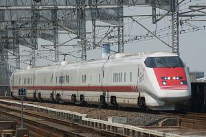 Shinkansen_E926_East-i